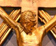 Christ en bois doré
