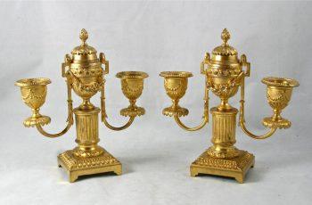 paire de bougeoirs en bronze doré XIXème Louis XVI