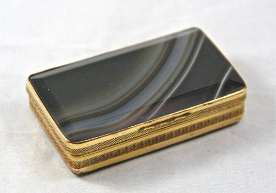boîte en onyx et pomponne XVIIIème
